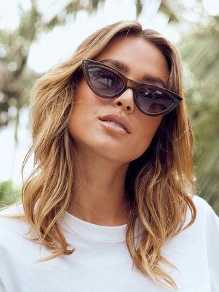 Reality Sunglasses - Kiss Kiss
